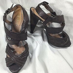 shi by JOURNEYS 7.5M Brown Strappy Platform Heels